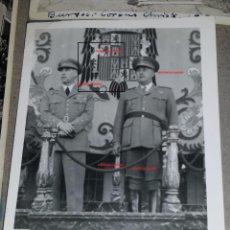 Militaria: FOTOGRAFIA DE FRANCO Y EL PRESIDENTE DE PORTUGAL,VISITA A TOLEDO. Lote 49847653
