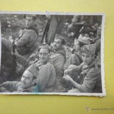Militaria: FOTOGRAFÍA ANTIGUA ORIGINAL. MILITARES. AÑO 1947 (9 X 7 CM) . Lote 49890176
