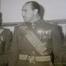 Militaria: FOTOGRAFÍA CAPITÁN DEL EJÉRCITO ESPAÑOL. VETERANO DIVISIÓN AZUL. Lote 49956082