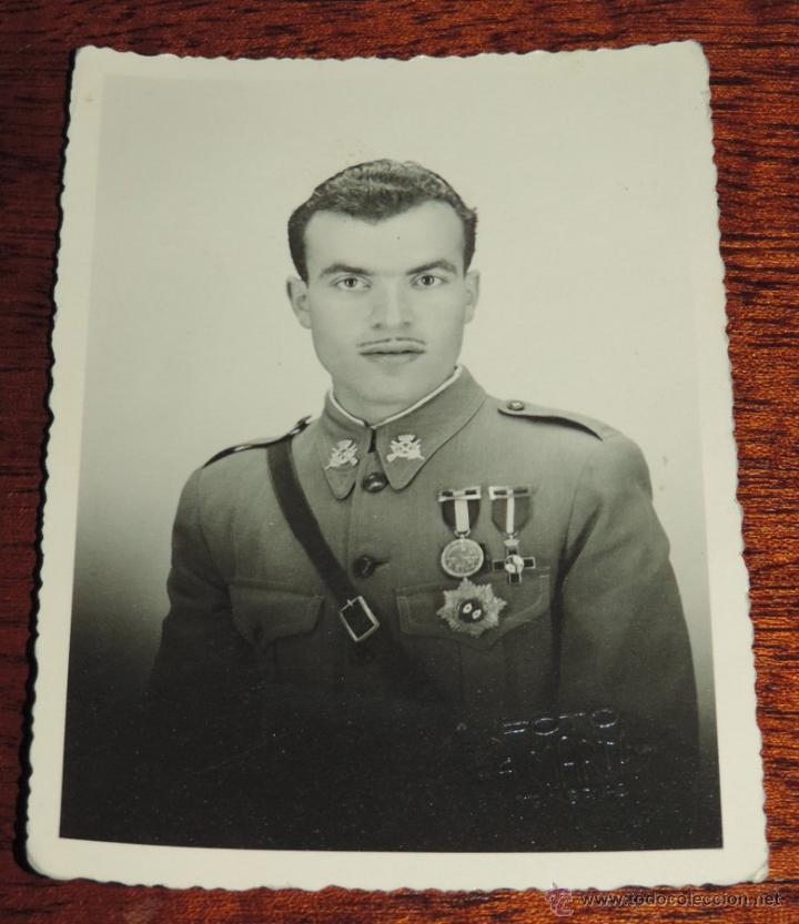 FOTOGRAFIA DE SOLDADO DE INFANTERIA MUY CONDECORADO, FOTO A. MARTIN, MIDE 11,5 X 8,5 CMS. (Militar - Fotografía Militar - Otros)