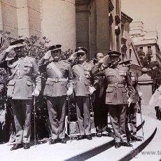 Militaria: FOTOGRAFÍA OFICIALES CONDECORADOS 14X9CM. Lote 50112083