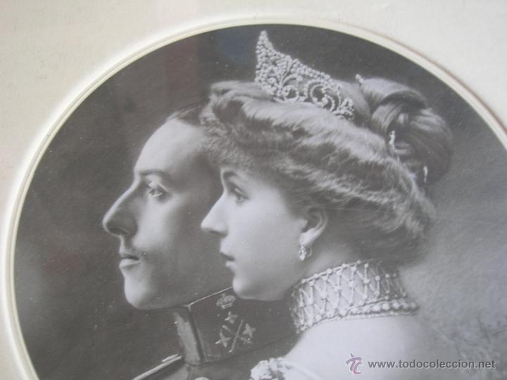 Militaria: GRAN RETRATO DE KAULAK DE ALFONSO XIII Y VICTORIA EUGENIA. FIRMADO Y DEDICADO POR LOS REYES EN 1911. - Foto 10 - 50793627