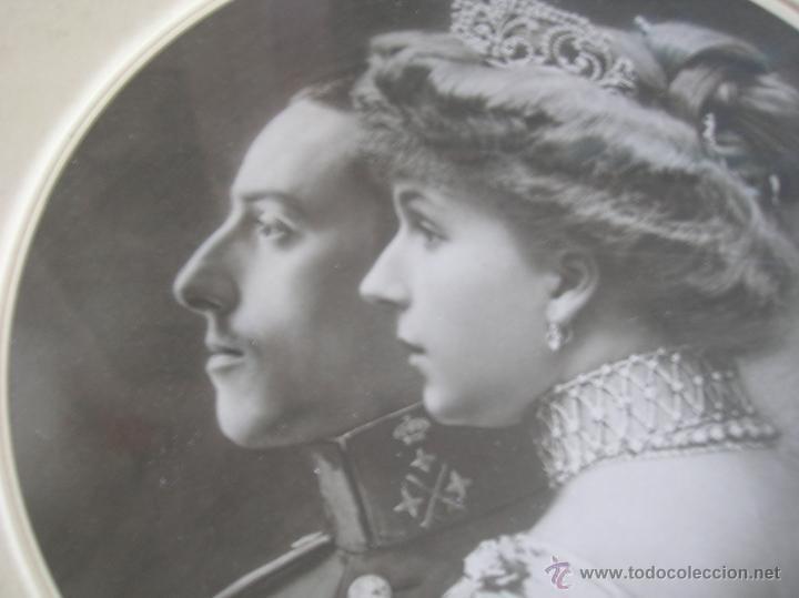 Militaria: GRAN RETRATO DE KAULAK DE ALFONSO XIII Y VICTORIA EUGENIA. FIRMADO Y DEDICADO POR LOS REYES EN 1911. - Foto 11 - 50793627