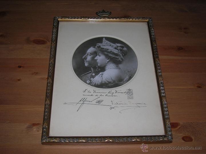 Militaria: GRAN RETRATO DE KAULAK DE ALFONSO XIII Y VICTORIA EUGENIA. FIRMADO Y DEDICADO POR LOS REYES EN 1911. - Foto 13 - 50793627