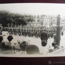 Militaria: DESFILE DE LA VICTORIA 1968 PASO ANTE LA TRIBUNA DE COMPAÑIA DE LA A.G.M.. Lote 50982592