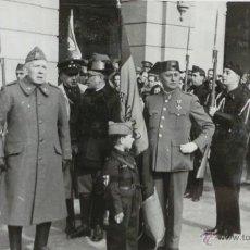 Militaria: FOTOGRAFÍA ACTO MILITAR - FUNERAL - GENERAL JUNTO OFICIALES Y GUARDIAS CIVILES - 1932- 13,5 X 8,5 CM. Lote 51093218