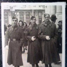 Militaria: FOTOGRAFÍA ANTIGUA MILITARES EN ZARAGOZA 1942. Lote 51107619