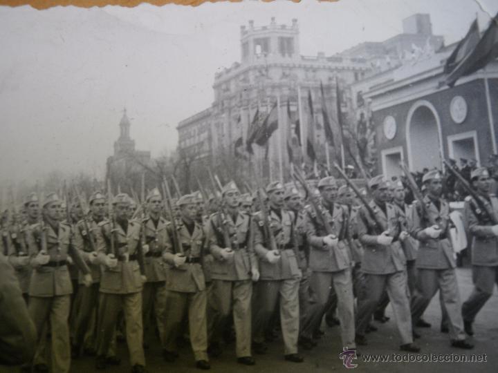 FOTOGRAFÍA ESTUDIANTES SEU. DESFILE DE LA VICTORIA MADRID (Militar - Fotografía Militar - Otros)