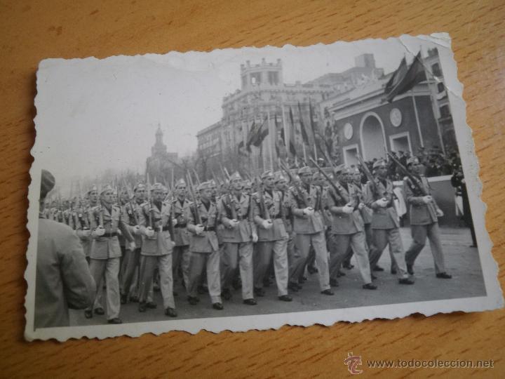 Militaria: Fotografía estudiantes SEU. Desfile de la Victoria Madrid - Foto 2 - 51202244