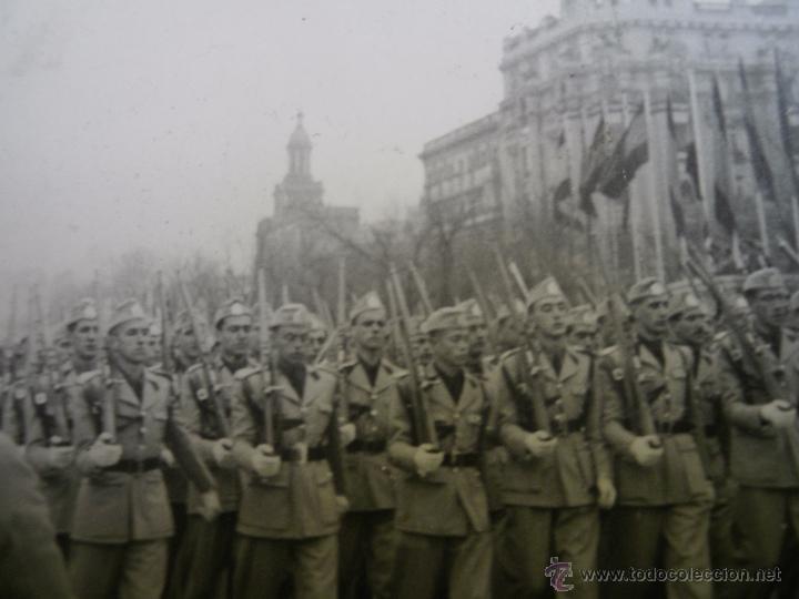 Militaria: Fotografía estudiantes SEU. Desfile de la Victoria Madrid - Foto 3 - 51202244