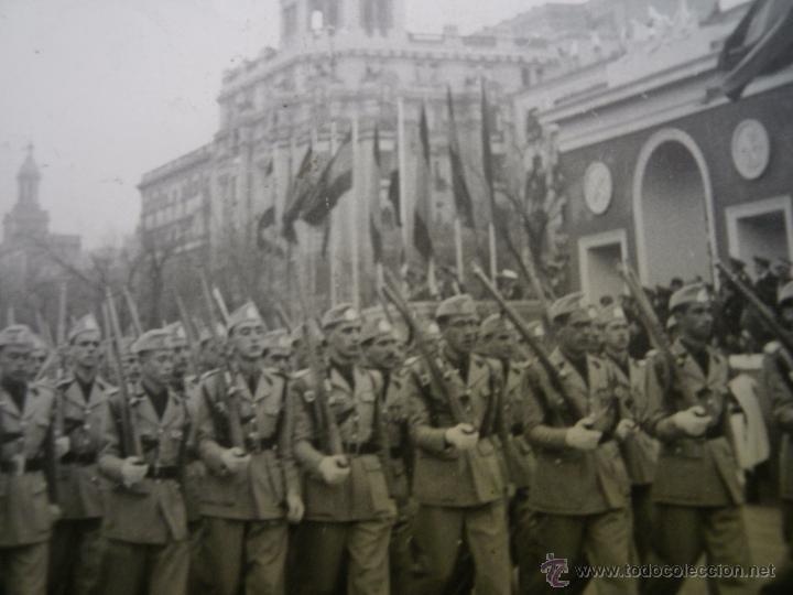 Militaria: Fotografía estudiantes SEU. Desfile de la Victoria Madrid - Foto 4 - 51202244