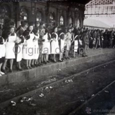 Militaria: (JX-0982)INEDITA FOTOGRAFIA DEL REGRESO DE LA DIVISION AZUL,ESTACION DE BURGOS,SECCION FEMENINA. Lote 51240873