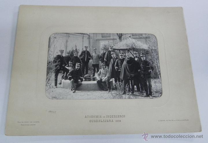 FOTOGRAFIA ALBUMINA DE LA ACADEMIA DE INGENIEROS DE GUADALAJARA 1909, GRUPO DE OFICIALES, FOTO J. DA (Militar - Fotografía Militar - Otros)