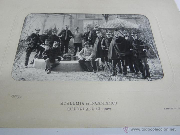 Militaria: FOTOGRAFIA ALBUMINA DE LA ACADEMIA DE INGENIEROS DE GUADALAJARA 1909, GRUPO DE OFICIALES, FOTO J. DA - Foto 2 - 51353016