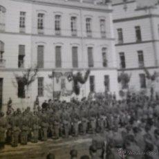 Militaria: FOTOGRAFÍA SOLDADOS DEL EJÉRCITO ESPAÑOL. CUARTEL DE TRANSMISIONES EL PARDO 1942. Lote 51506159