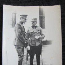 Militaria: AÑO 1921, BUCAREST. FOTOGRAFÍA ORIGINAL DE LA VISITA DEL INFANTE DE ESPAÑA A ESCUELA DE INFANTERÍA. Lote 51794428