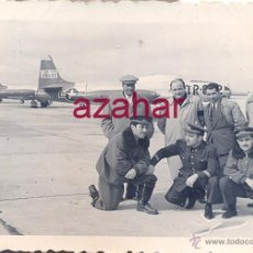 Militaria: SEVILLA,1957, PILOTOS DE AVIACION Y CIVILES, BASE AEREA DE TABLADA,78X58MM. Lote 52031799