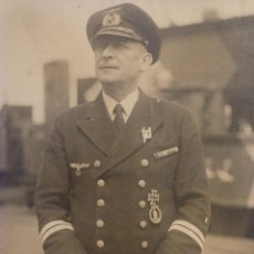 Militaria: FOTO DE UN CONDECORADO OBERLEUTNANT ZUR SEA, SPANGE EK2 Y MÁS CONDECORACIONES, EK1 1939. Lote 52134784