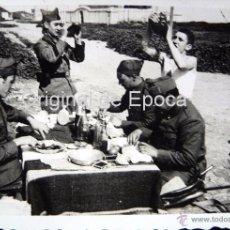 Militaria: (JX-103)FOTOGRAFIA DE SOLDADOS EN EL CASTILLO DE MONTJUICH,ABRIL 1935,CAPELLA COMISARIO POLITICO G.C. Lote 52159085
