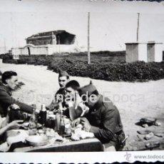 Militaria: (JX-106)FOTOGRAFIA DE SOLDADOS EN EL CASTILLO DE MONTJUICH,1935,CAPELLA COMISARIO POLITICO G.C.. Lote 52159419