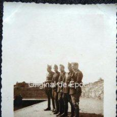 Militaria: (JX-111)FOTOGRAFIA SOLDADOS CASTILLO DE MONTJUICH,1935,CAPELLA COMISARIO POLITICO GUERRA CIVIL. Lote 52166153