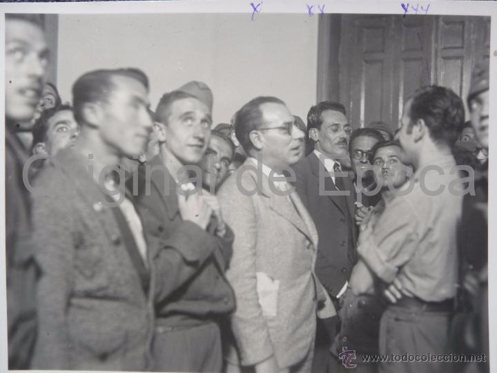 (JX-113)FOTOGRAFIA CONSELLERS JOAN COMORERA Y ESBERT,COMISARIO CAPELLA,HOGAR DEL COMBATIENTE CATALAN (Militar - Fotografía Militar - Guerra Civil Española)