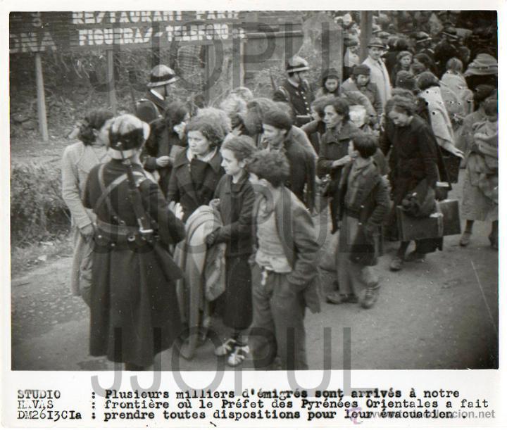 REFUGIADOS ESPAÑOLES MUJERES Y NIÑOS EN LA FRONTERA FRANCESA. 1939. ORIGINAL. AGENCIA. EXILIO (Militar - Fotografía Militar - Guerra Civil Española)