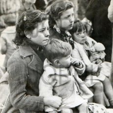 Militaria: NIÑOS CATALANES REFUGIADOS ESPAÑOLES EN DIRECCION A LE PERTHUS. FRANCIA. 1939. ORIGINAL.. Lote 52169868