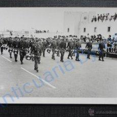 Militaria: FOTOGRAFÍA ORIGINAL. DESFILE MILITAR. SAHARA. (10,5 X 7,5 CM). Lote 52448390