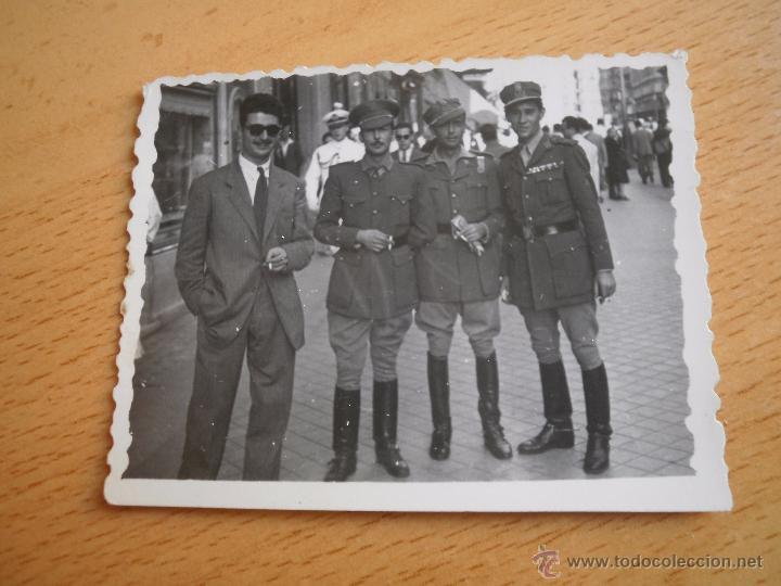 Militaria: Fotografía capitanes legionarios. Madrid 1947 - Foto 2 - 52610427