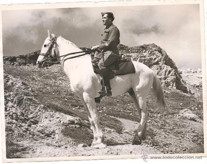 OFICIAL BRITÁNICO A CABALLO EN TÚNEZ EN FECHA 2 DE ABRIL DE 1943 (Militar - Fotografía Militar - II Guerra Mundial)