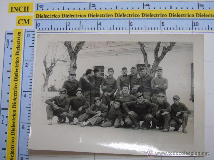 FOTO MILITAR. SOLDADOS MILITARES RECLUTAS EN CUARTEL. AÑOS 70 80 (Militar - Fotografía Militar - Otros)