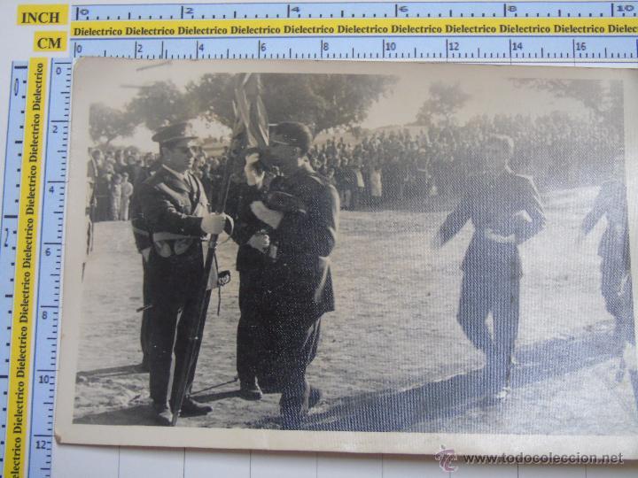 FOTO MILITAR. SOLDADOS RECLUTAS MILITARES. JURA DE BANDERA. PRESUMIBLEMENTE CÁDIZ ?. AÑOS 60 70 (Militar - Fotografía Militar - Otros)