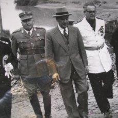 Militaria: FOTOGRAFIA ORIGINAL DE FRANCO VISITANDO EL PANTANO DE GUADALEN. LINARES. VILCHES. JAEN. AÑO 1951.. Lote 52913717