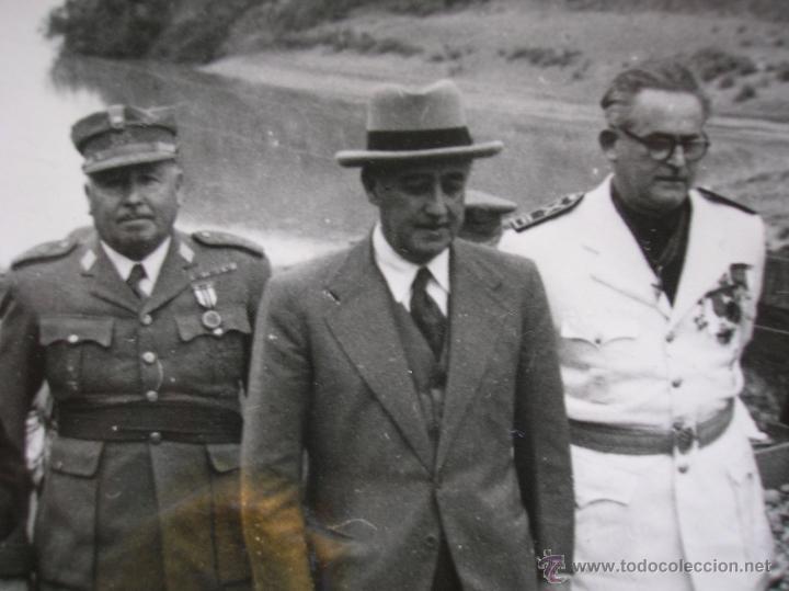 Militaria: FOTOGRAFIA ORIGINAL DE FRANCO VISITANDO EL PANTANO DE GUADALEN. LINARES. VILCHES. JAEN. AÑO 1951. - Foto 2 - 52913717