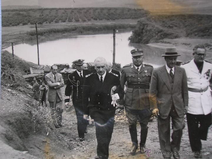 Militaria: FOTOGRAFIA ORIGINAL DE FRANCO VISITANDO EL PANTANO DE GUADALEN. LINARES. VILCHES. JAEN. AÑO 1951. - Foto 3 - 52913717