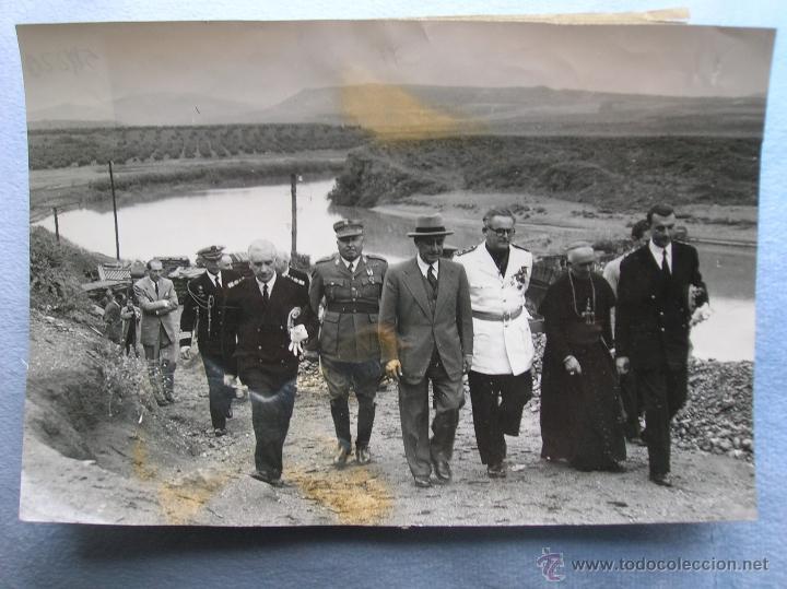 Militaria: FOTOGRAFIA ORIGINAL DE FRANCO VISITANDO EL PANTANO DE GUADALEN. LINARES. VILCHES. JAEN. AÑO 1951. - Foto 4 - 52913717