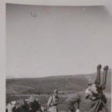 Militaria: FOTOGRAFÍA MILITARES ESPAÑOLES EN MANIOBRAS 13,5 X 8,5CM. Lote 52944217