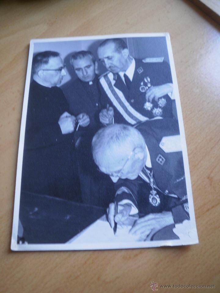 Militaria: Fotografía general de brigada aviación. Placa Gran Cruz del Mérito Aeronáutico - Foto 2 - 53045983