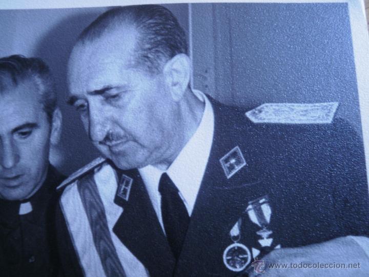 Militaria: Fotografía general de brigada aviación. Placa Gran Cruz del Mérito Aeronáutico - Foto 3 - 53045983