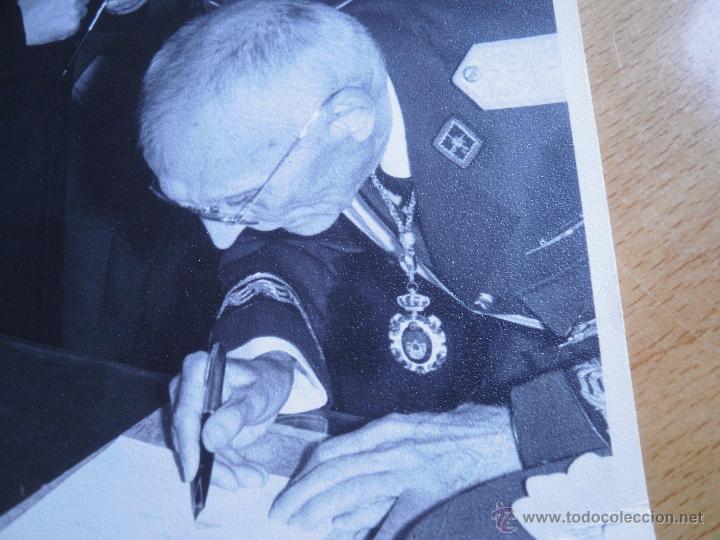 Militaria: Fotografía general de brigada aviación. Placa Gran Cruz del Mérito Aeronáutico - Foto 5 - 53045983