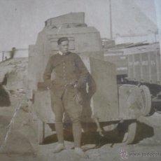 Militaria: FOTOGRAFÍA SOLDADO DEL EJÉRCITO ESPAÑOL. BLINDADO. Lote 53046328