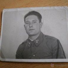 Militaria: FOTOGRAFÍA SOLDADO ARTILLERÍA DEL EJÉRCITO ESPAÑOL. SOLDADO DE PRIMERA. Lote 53182970