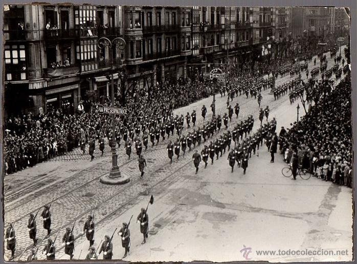 FOTOGRAFIA DESFILE MILITAR DE LA VICTORIA. GRAN VIA. BILBAO, BIZKAIA. GUERRA CIVIL ESPAÑOLA (Militar - Fotografía Militar - Guerra Civil Española)