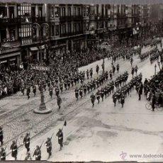Militaria: FOTOGRAFIA DESFILE MILITAR DE LA VICTORIA. GRAN VIA. BILBAO, BIZKAIA. GUERRA CIVIL ESPAÑOLA. Lote 53372011