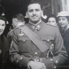 Militaria: FOTOGRAFÍA CAPITÁN DEL EJÉRCITO ESPAÑOL. DIVISIÓN ACORAZADA BRUNETE AUTOMOVISLIMO. Lote 53399408