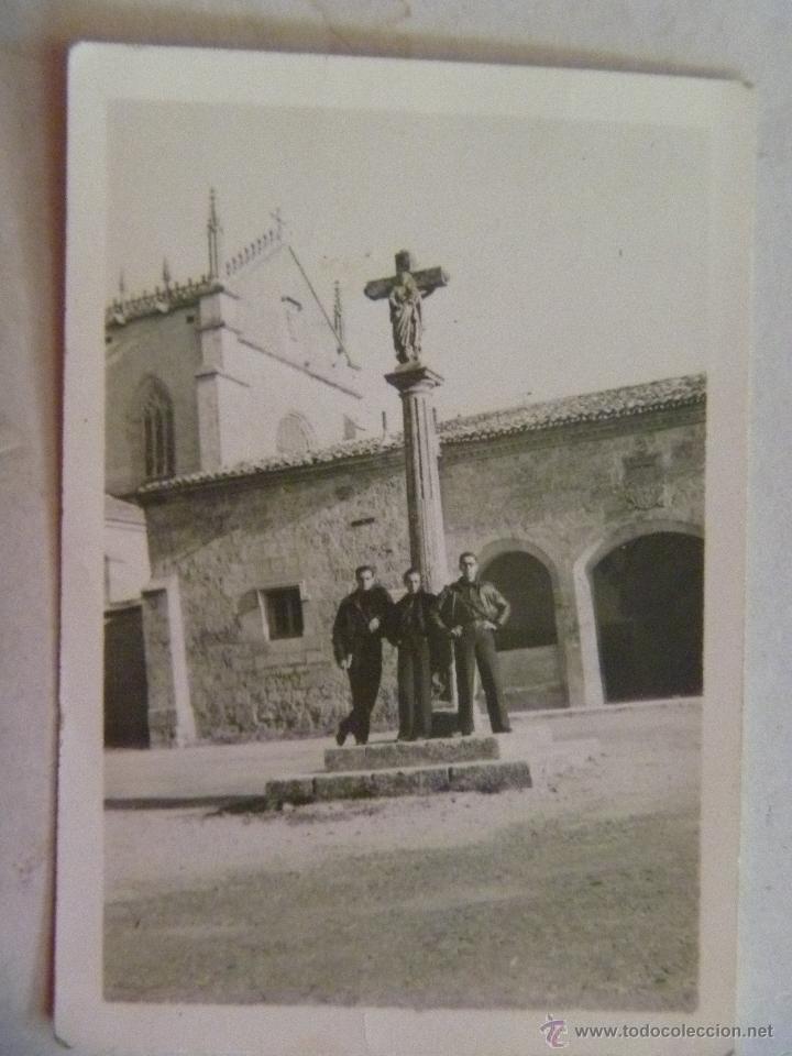 GUERRA CIVIL : MILICIANOS NACIONALES DE FALANGE, ENTRADA CARTUJA DE BURGOS. 1937 . ESCUDO REPUBLICA (Militar - Fotografía Militar - Guerra Civil Española)