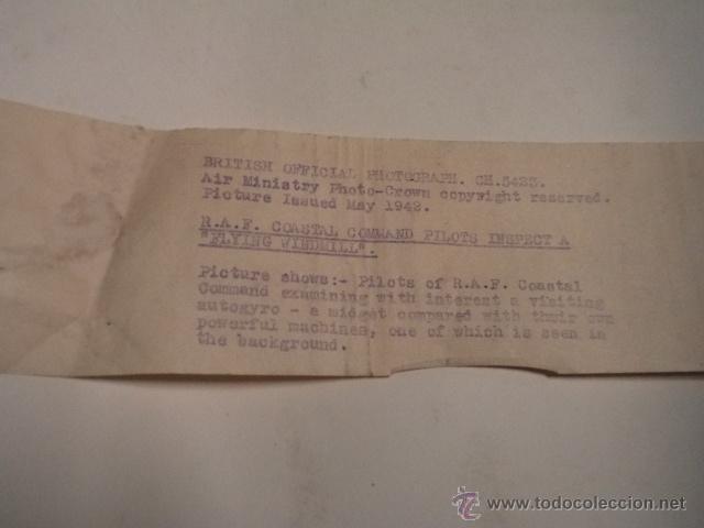 Militaria: FOTO DE PRENSA GRAN TAMAÑO (51X40CM) PILOTOS DE LA RAF INSPECCIONANDO UN FLYING WINDMILL - AÑO 1942 - Foto 2 - 53515681