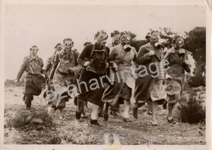 WWII, ESPECTACULAR FOTOGRAFIA SIMULACRO ATAQUE QUIMICO, FOT.AGENCIA KEYSTONE,184X130MM (Militar - Fotografía Militar - II Guerra Mundial)