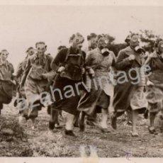 Militaria: WWII, ESPECTACULAR FOTOGRAFIA SIMULACRO ATAQUE QUIMICO, FOT.AGENCIA KEYSTONE,184X130MM. Lote 53523701